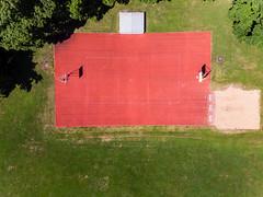 Luftbild eines Basketballfelds in der Maximiliananlage in München