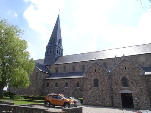 Avant de la collégiale saint Ursmer de Lobbes. Belgique.