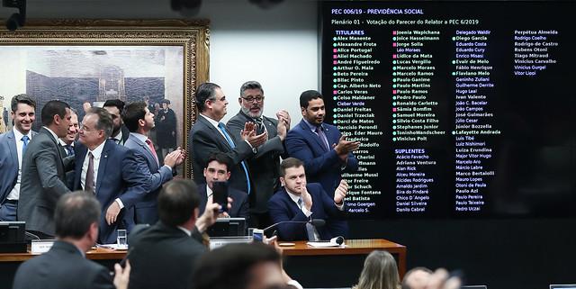 Deputados da base governista comemoram aprovação do texto-base da reforma da Previdência - Créditos: Foto: Lula Marques