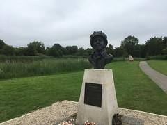memorial to Major Howard - Photo of Sannerville