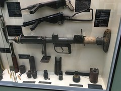 Various British weapons - Photo of Sannerville
