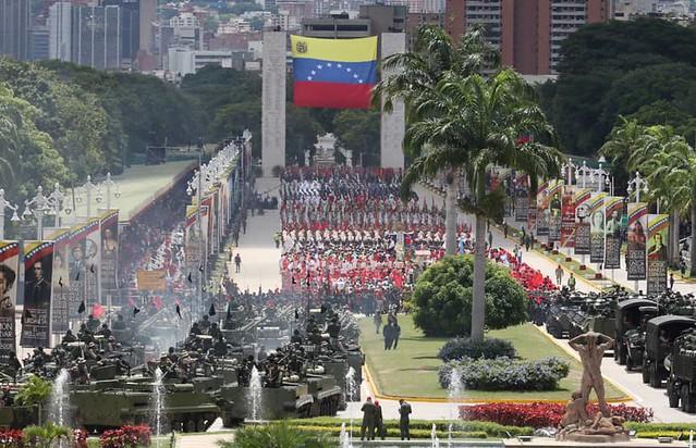 Em dia da Independência, Maduro e Guaidó falam em diálogo