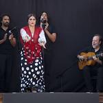 Flamenco de rue : María Cárdenas en spectacle sur triporteur vintage
