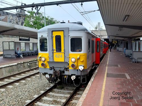 BE-4000 Liege SNCB Gare/Bahnhof Saint-Lambert Automotrice électrique belge AM624 (SNCB) Belgisch elektrisch motorstel MS624 (NMBS) Juni 2019