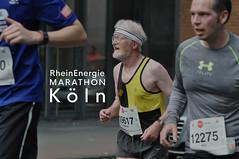 Junge und alte Marathonteilnehmer beim RheinEnergie Marathon Köln