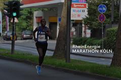 Einzelner Marathonläufer absolviert den RheinEnergie Marathon in Köln