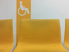 Waiting room yellow - Photo of Castanet-Tolosan