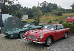 Aston-Martin DB7 V12 Volante (2002) & DB5 (1964)