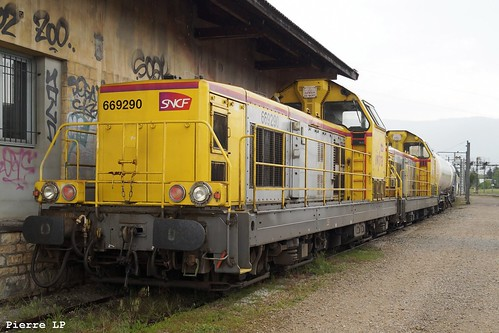 BB69200 Infra SNCF 69290 + BB69200 Infra SNCF 69310 + Wagons Citernes, Voiture, Wagons Couverts