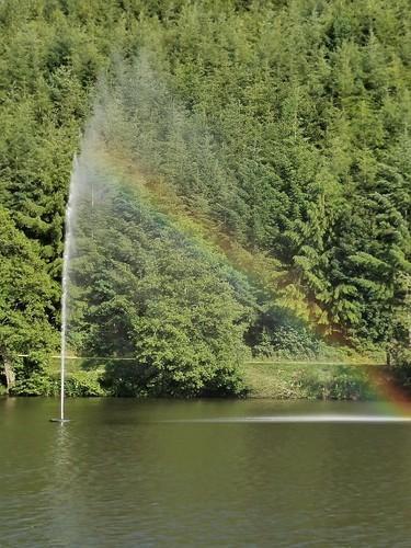 Lac Neufchâteau : jet d'eau + arc-en-ciel
