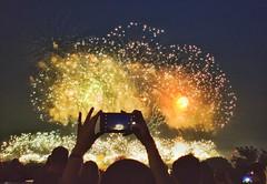 Tomando una foto a los fuegos artificiales