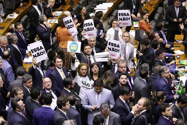 Plenário da Câmara dos Deputados votou texto da reforma da Previdência em clima eletrizante e sob protestos de opositores - Créditos: Michel Jesus/Câmara dos Deputados