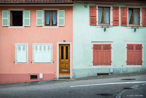 Sharing the paint between neighbors