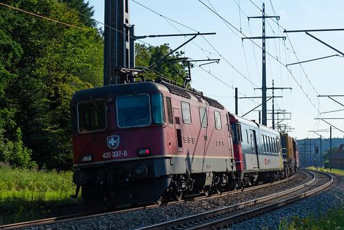 Re 420 332-/ Re 420-337-8 mit Messzug