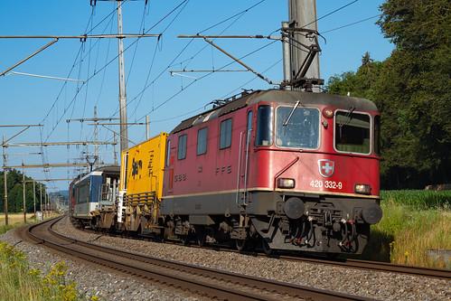 SBB CFF FFS Re 420-332-9 + Re 420-337-8 mit einem Ultraschall-Meszug für Schienenkontrolle