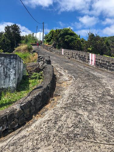 Road to Farol do Arnel