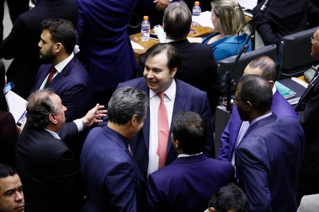 Presidente da Câmara, Rodrigo Maia (DEM-RJ), e parlamentares durante sessão de votação dos destaques da reforma - Créditos: Foto: Luis Macedo / Câmara dos Deputados