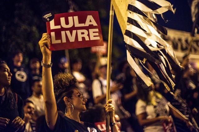 """UNE realiza ato pela liberdade de Lula: """"O que está em jogo é a democracia"""""""
