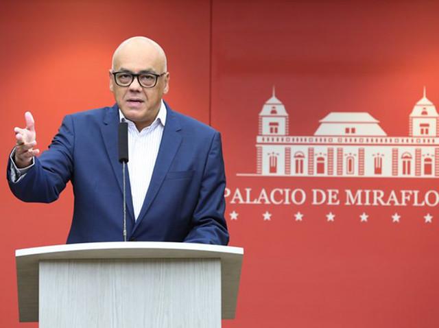 Seguranças de Guaidó são flagrados tentando vender fuzis roubados das forças armadas
