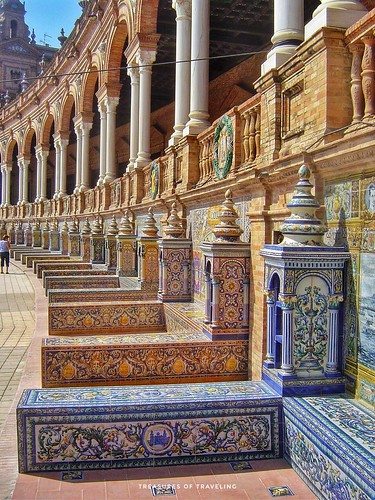 Surrounding the Plaza de España are 48 small alcoves with benches, each dedicated to a province of Spain and decorated with brightly colored ceramic tile artwork from each of those regions. In this photo you can see the alcoves at the base of the building