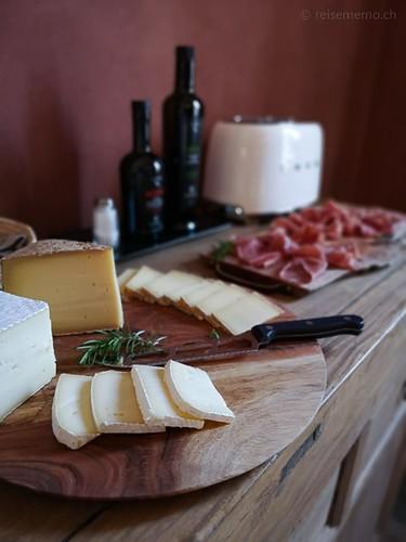 Käse auf dem Frühstückstisch