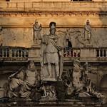 Piazza del Popolo: Gruppo scultoreo di G.Ceccarini con la Dea Roma tra il Tevere e l'Aniene - https://www.flickr.com/people/82911286@N03/