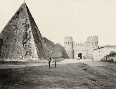 Porto San Paulo and the Pyramid of Cestius in Rome, Italy ( 1885-1910 )