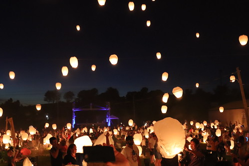 Lantern Lights Festival: Floating Lantern begins