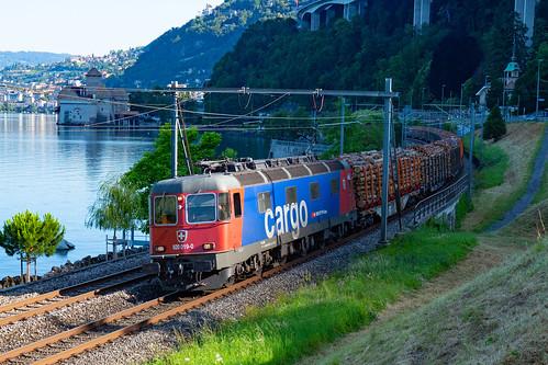 SBB CFF FFS Re 620 019-0 mit einem Holzzug richtung Italien