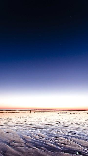 Walkers by Ursa Major glow...