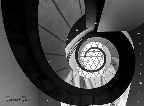 Escalier du Musée Salvador Dali : musée consacré au peintre Salvador Dalí situé sur le campus de l'University of South Florida à St. Petersburg (Floride).