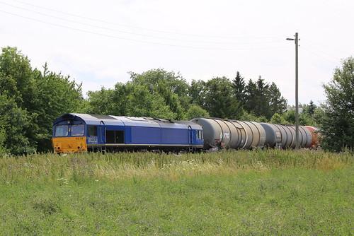BRLL: 513-09 mit Kesselwagenzug im Bahnhof Emleben