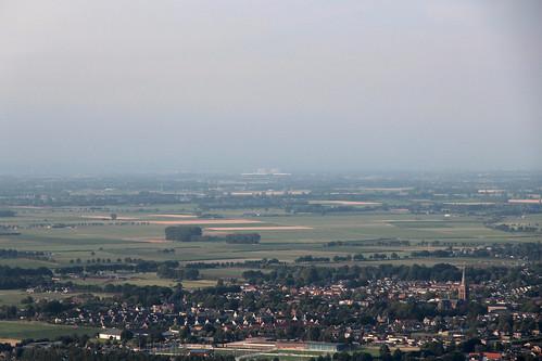 Sint-Willibrorduskerk en Tacitusbrug bij Ewijk