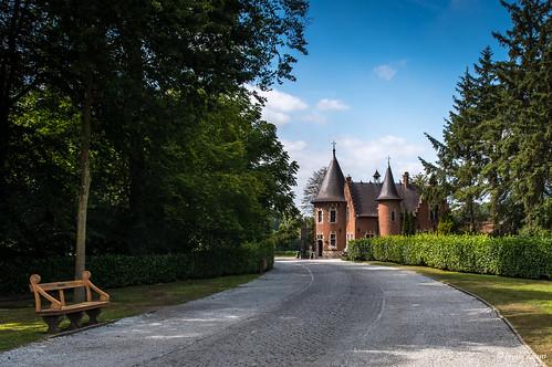 Sint-Maria-Leerne, Kasteel van Ooidonk (De toegangspoort van het kasteel, het poorthuis).