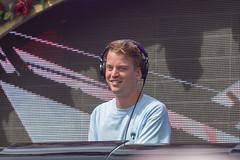Am ersten Tag des Tomorrowland-Festivals sorgt Conro in Rose Garden Stage für Party-Atmosphäre