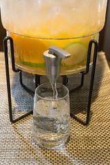 Frische gezapfte Limonade in Osho's Place in Köln