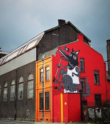 #thunderclouds💨💨 above #Charleroi ...let it rain / #streetart by #Joachim. . #mural #graffiti #urbanart #graffitiart #streetartbelgium #graffitibelgium #visitcharleroi #muralart #streetartlovers #graffitiart_daily #streetarteverywhere #streetart