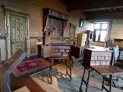 Bourdeilles - Chateau de Bourdeilles, renaissance palace bedchamber (4)