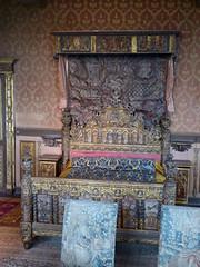 Bourdeilles - Chateau de Bourdeilles, renaissance palace bedchamber (6)