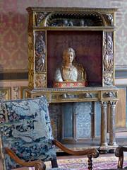 Bourdeilles - Chateau de Bourdeilles, renaissance palace bedchamber (8)