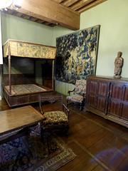 Bourdeilles - Chateau de Bourdeilles, renaissance palace bedchamber (3)