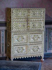 Bourdeilles - Chateau de Bourdeilles, renaissance palace bedchamber armoire (2)