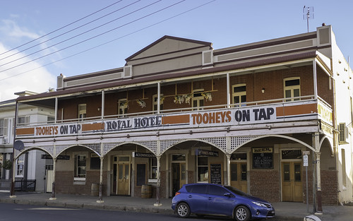 Royal Hotel, Canowindra NSW - built 1910.