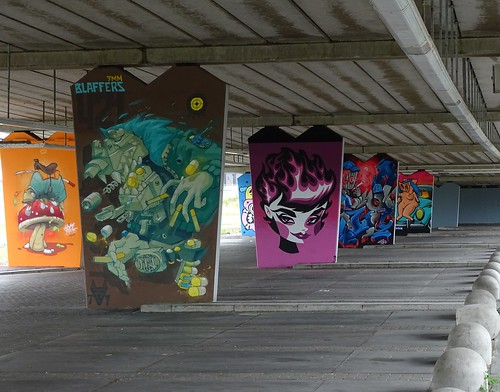 Het Zuilenkabinet Boshoverbrug Weert graffiti,