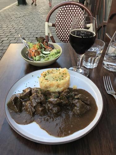 Lunch at Nuetnigenough