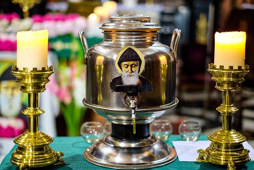 Vasque contenant l'huile sainte de Saint Charbel