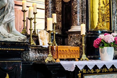 Reliquaire et Sang de Saint Charbel