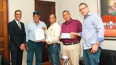 Gobierno entrega primera partida de recursos prometidos a ganaderos de Samaná para construcción Centro de Acopio y 40 pozos