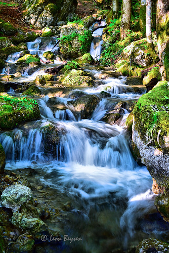 0274 small waterfall