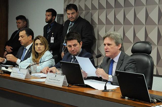Parlamentares durante sessão de discussão da MP 881 no Congresso Nacional, em Brasília (DF) - Créditos: Roque de Sá/Agência Senado